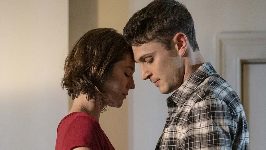 Dying City Priduction Still 1 -Mary Elizabeth Winstead and Colin Woodell - Publicity-H 2019