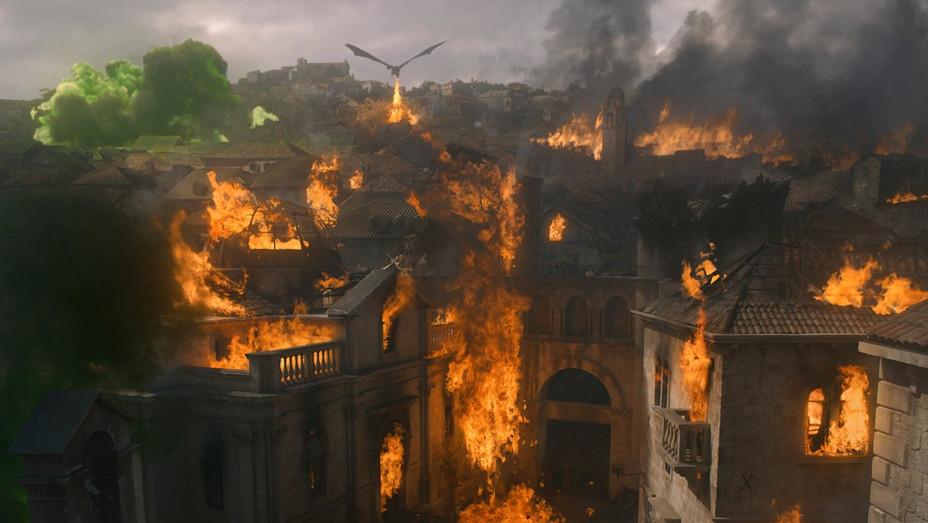 'Game of Thrones' S8E5 Dragon attacks Kings Landing - Publicity - H 2019