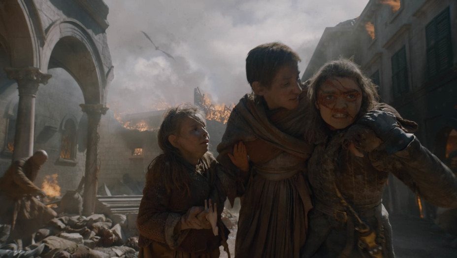 'Game of Thrones' S8E5 Arya helping people in Kings Landing - Publicity - H 2019