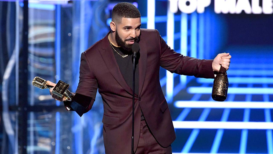 Drake accepts Top Male Artist award at Billboard Music Awards - Getty - H 2019