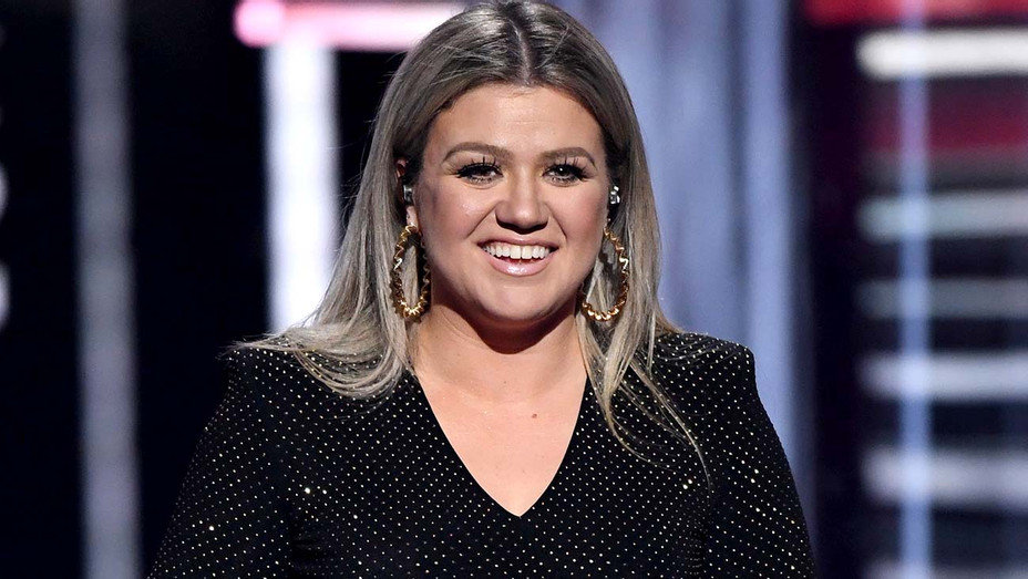 Kelly Clarkson hosts the 2018 Billboard Music Awards - Getty-H 2019