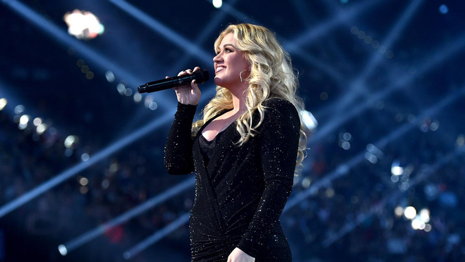 Host Kelly Clarkson performs onstage during the 2019 Billboard Music Awards-getty-H 2019