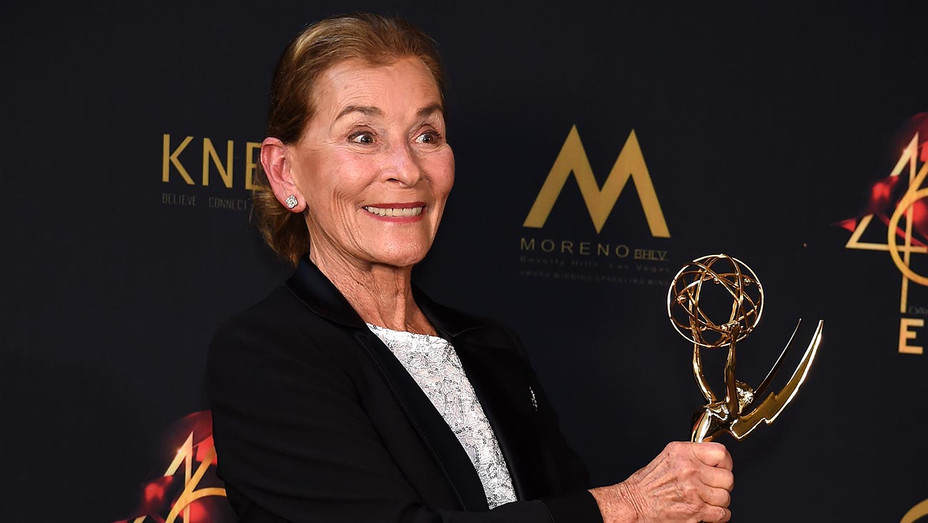 Judge Judy poses with the Lifetime Achievement Award -Getty-H 2019