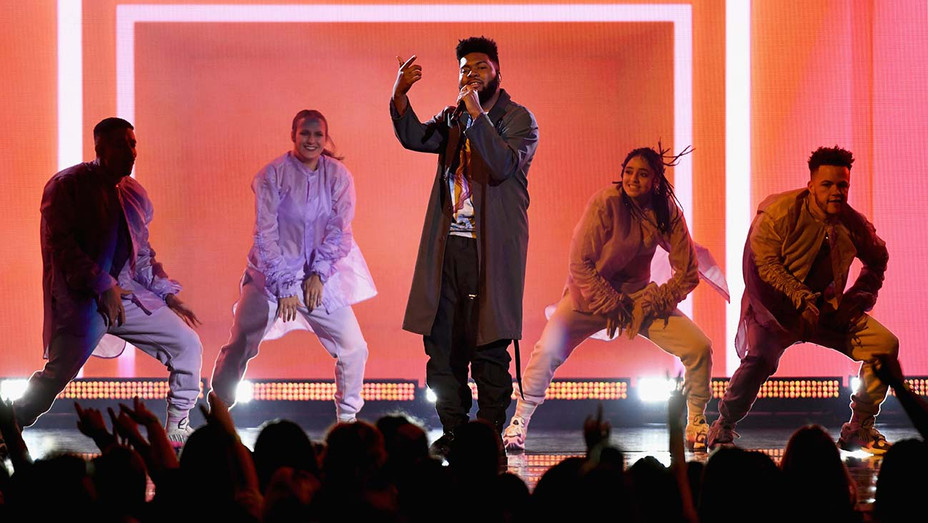 Khalid performs onstage during the 2019 Billboard Music Awards - Getty - H 2019