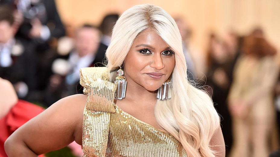Met Gala Mindy Kaling Wears Dress Reminiscent Of Ocean S 8 Hollywood Reporter