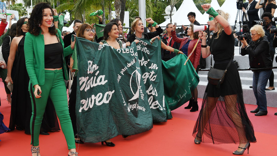 Cannes 2019 red carpet abortion protest - H 2019