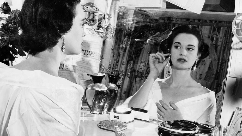 Gloria Vanderbilt- August 23, 1954- Getty-H 2019