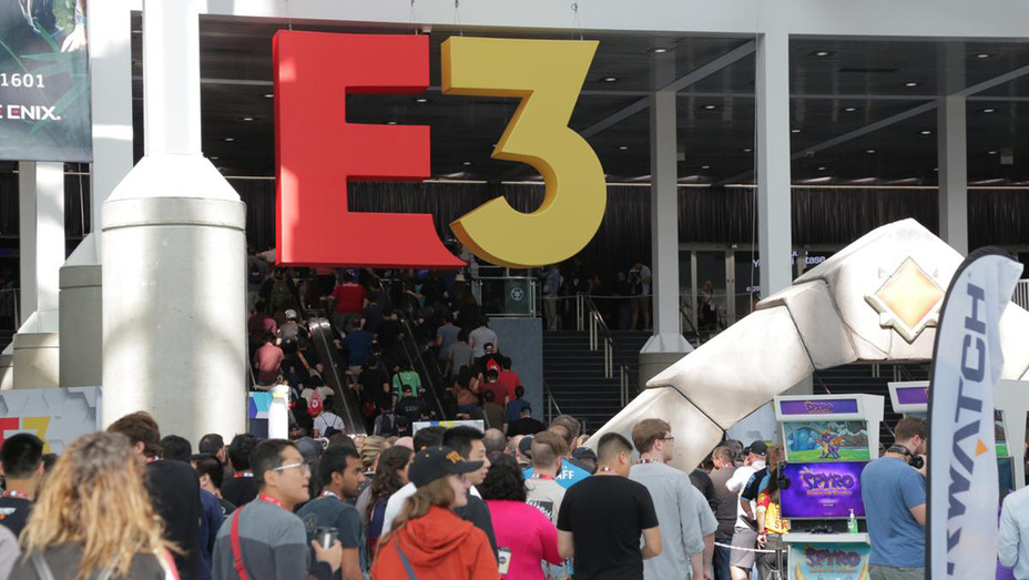 Hanging E3 - Publicity - H 2019