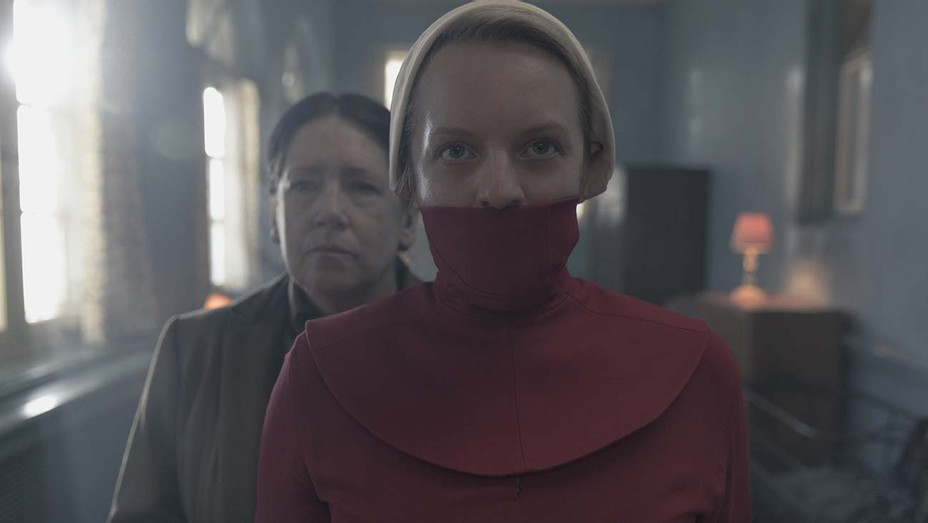 The Handmaid's Tale - Household- Episode 306 - Ann Dowd- Elisabeth Moss - H 2019