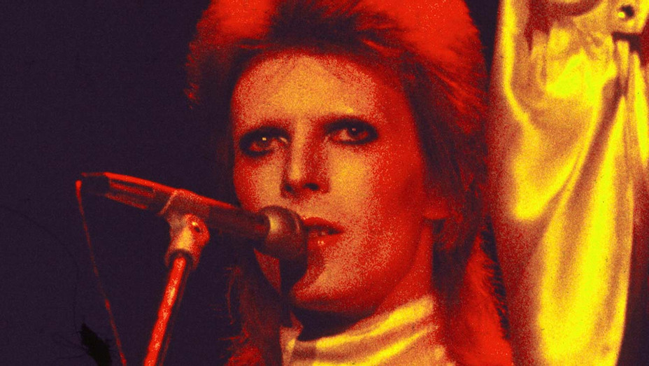 David Bowie performs as Ziggy Stardust, 1973 - Getty-H 2019