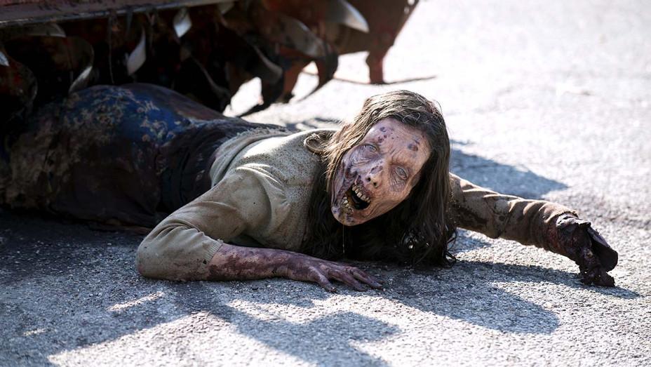 The Walking Dead-Zombie-Photofest still-H 2019
