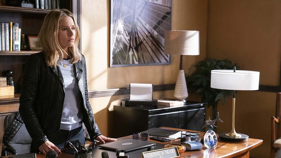 Veronica Mars S01E03 Still 2 - Publicity - H 2019