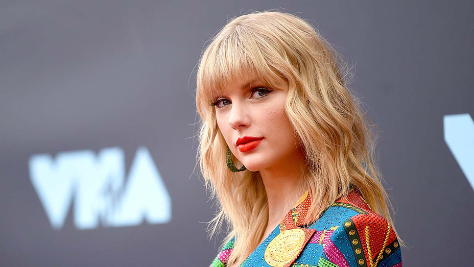Taylor Swift attends the 2019 MTV Video Music Awards August 26, 2019 - Getty - H 2019