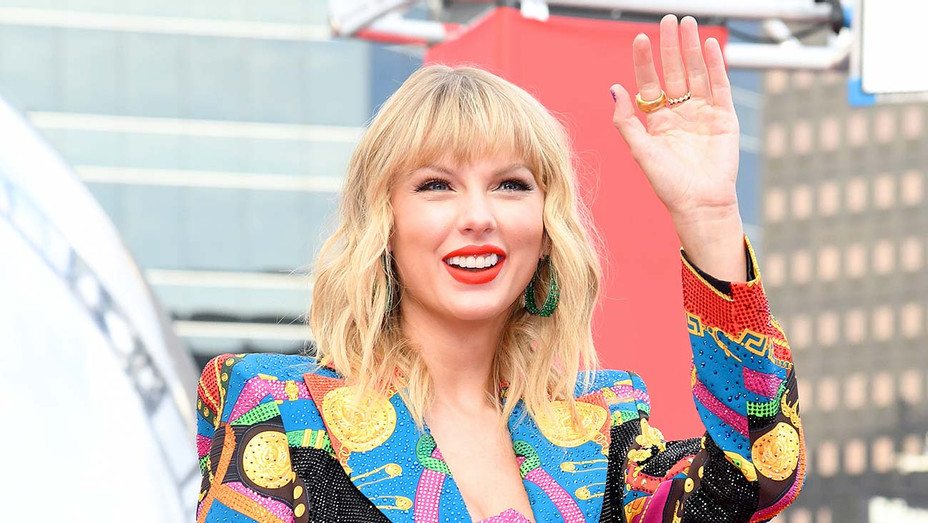 Taylor Swift attends the 2019 MTV Video Music Awards August 26, 2019 - Getty 2 - H 2019
