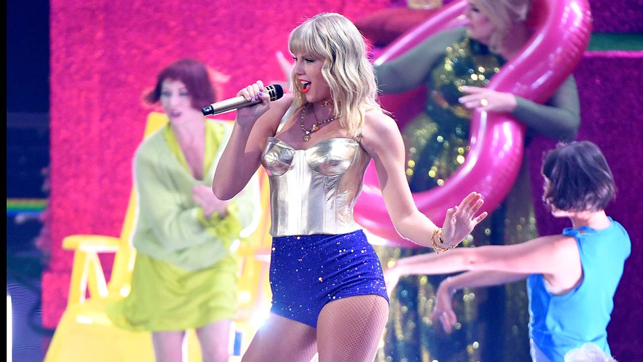 Taylor Swift Performs MTV Video Music Awards - Getty - H 2019