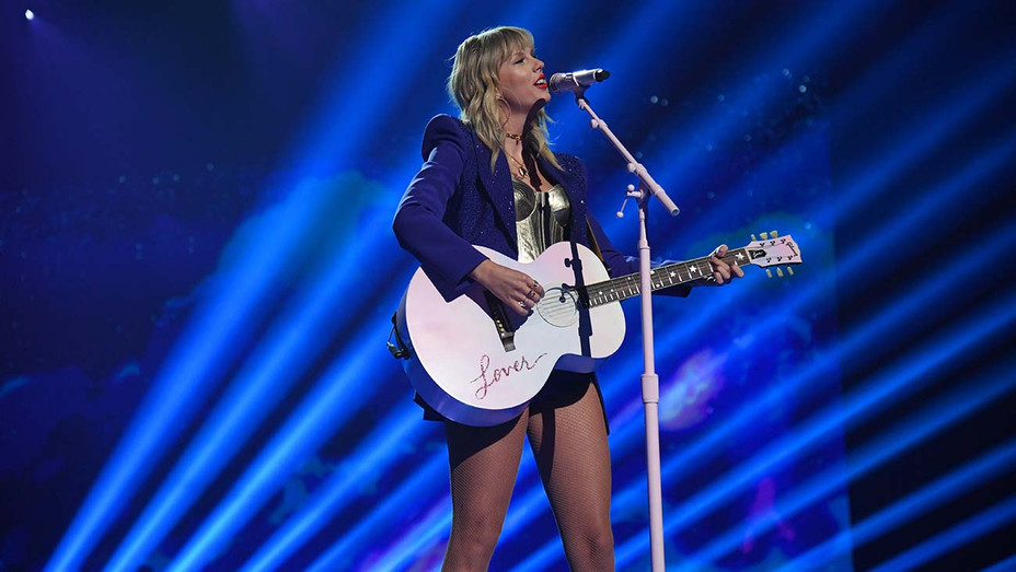 Taylor Swift Performs MTV Video Music Awards 4 - Getty - H 2019