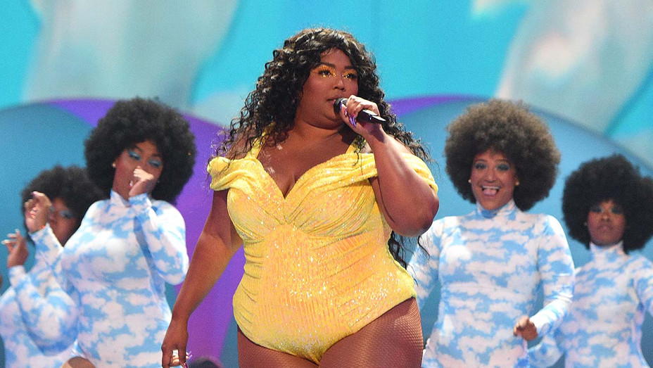 Lizzo performing at the 2019 MTV Video Music Awards - Getty - H 2019