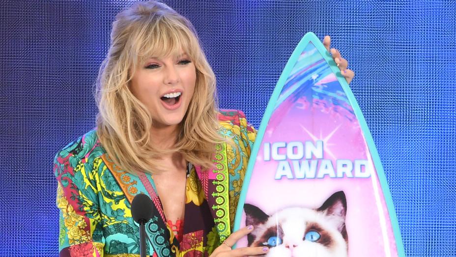 Taylor Swift Teen Choice Awards - H Getty 2019