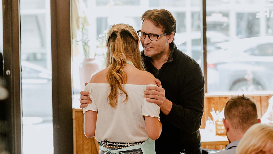 Escaping the NXIVM Cult: A Mother's Fight to Save Her Daughter -Peter Facinelli - Publicity -H 2019