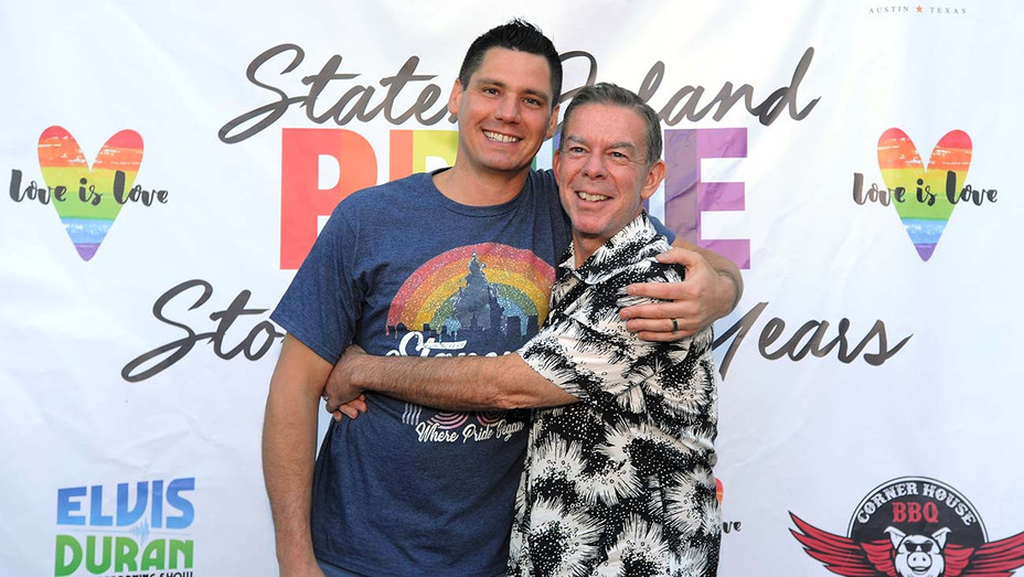 Elvis Duran and his fiance Alex Carr - Getty - H 2019