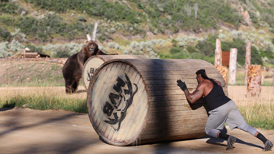 Man vs. Bear' via Discovery Channel - Publicity_H 2019