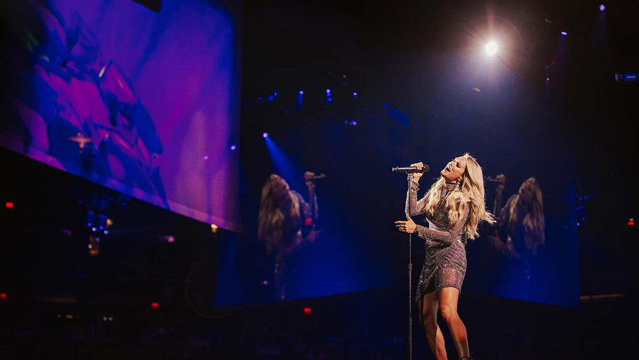 Carrie Underwood performing last night in New York at Madison Square Garden- Publicity - H 2019