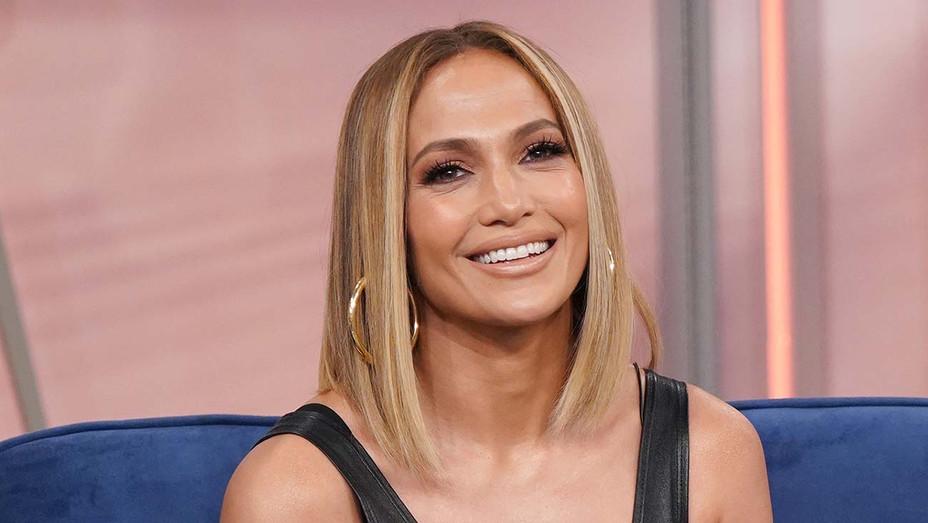 Jennifer Lopez is seen on the set of Despierta America- Getty -H 2019