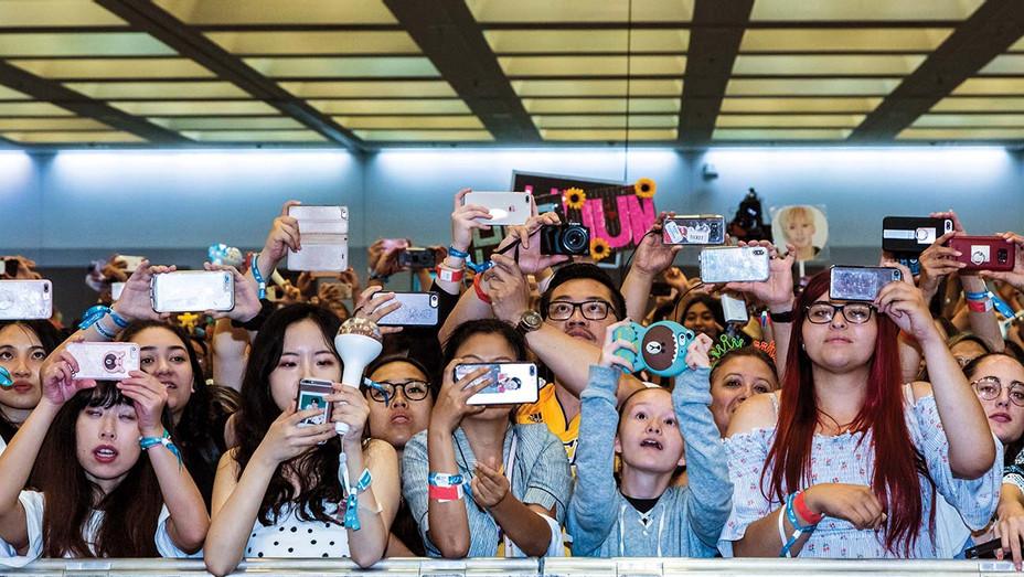 Photo Op at KCON 2018 LA - Getty - H 2019