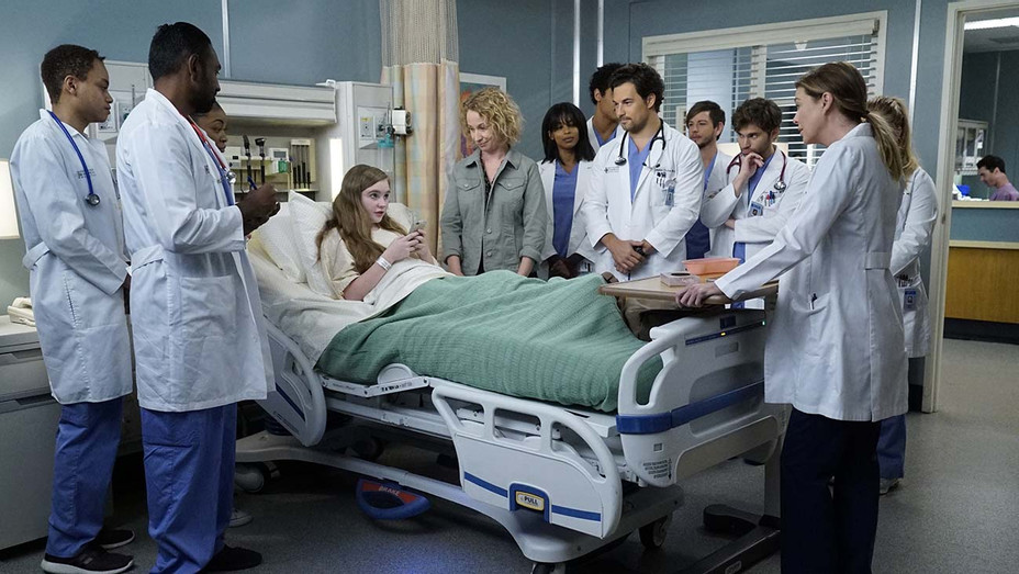 """GREY'S ANATOMY - """"Let's All Go to the Bar"""" - Publicity-H 2019"""