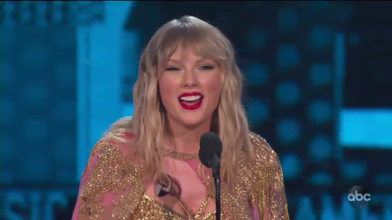 Taylor Swift Performs Old Hits In Amas Medley Talks Importance Of Creating Something That Will Last Hollywood Reporter