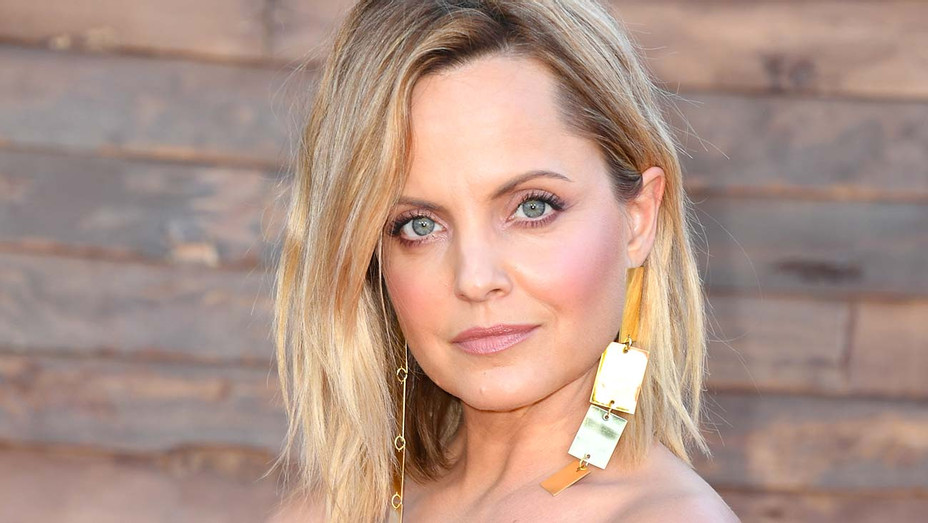 "Mena Suvari attends the Premiere of Warner Bros. Pictures' ""It Chapter Two"" - Getty-H 2019"