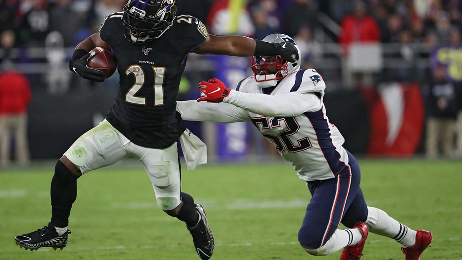 Baltimore Ravens rushes past linebacker Elandon Roberts #52 - November 3, 2019 - Getty-H 2019