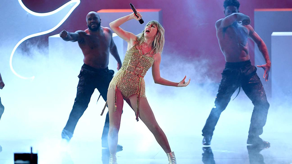 American Music Awards Taylor Swift Performance - Getty - H 2019
