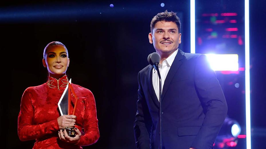 Kim Kardashian presents Mario Dedivanovic with award - 2nd Annual American Influencer Awards -Getty - H 2019