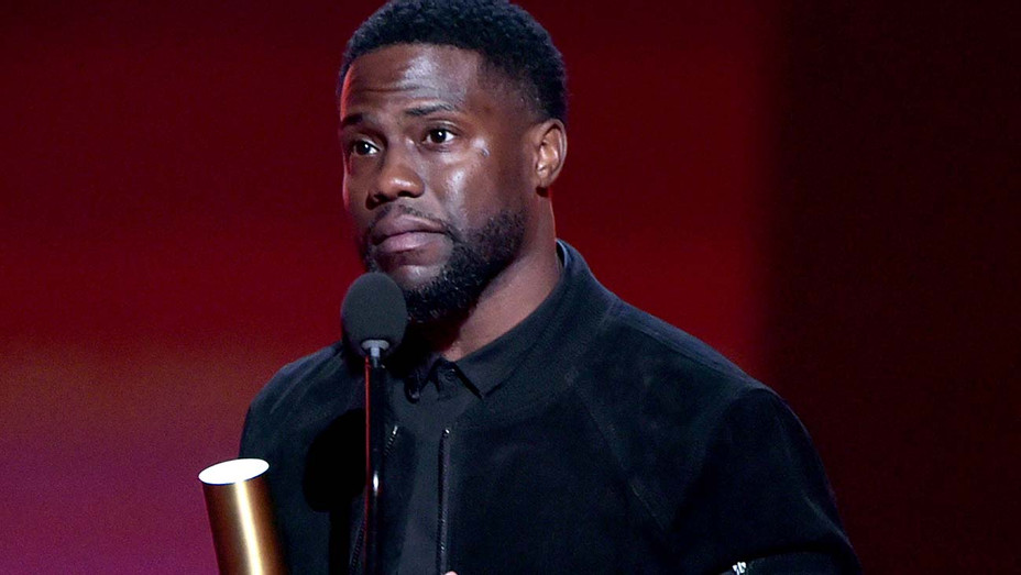 Kevin Hart accepts The Comedy Act of 2019 award on stage at the 2019 E! People's Choice Awards - Publicity-H 2019