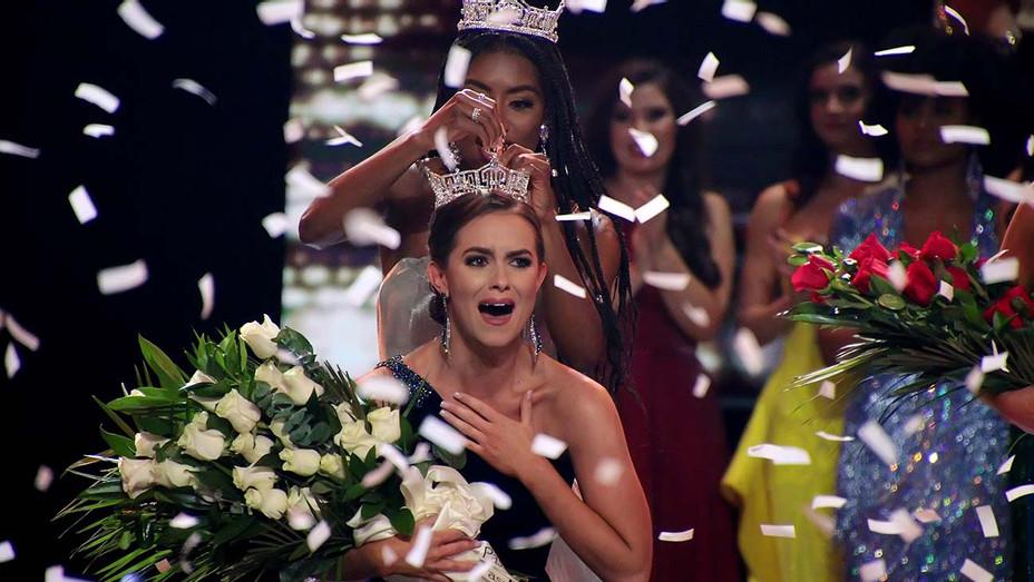 Miss America 2019 Nia Franklin crowns Miss Virginia 2019 Camille Schrier- Getty-H 2019