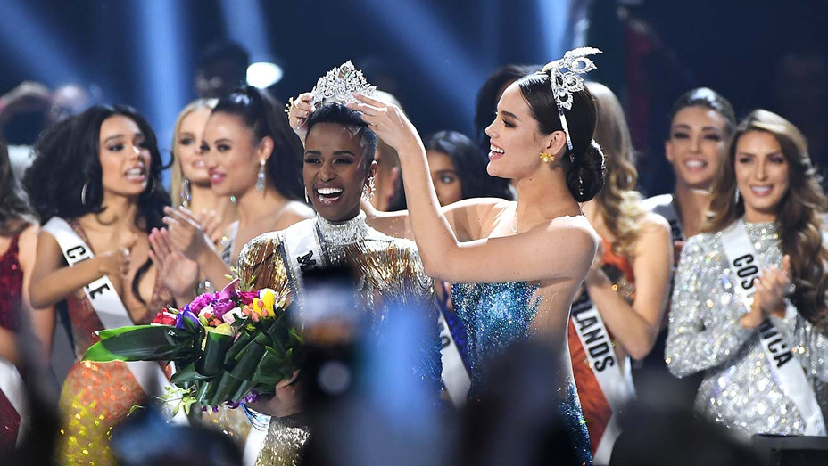 Miss Universe 2019 Zozibini Tunzi, of South Africa, is crowned onstage by Miss Universe 2018 - Getty-H 2019