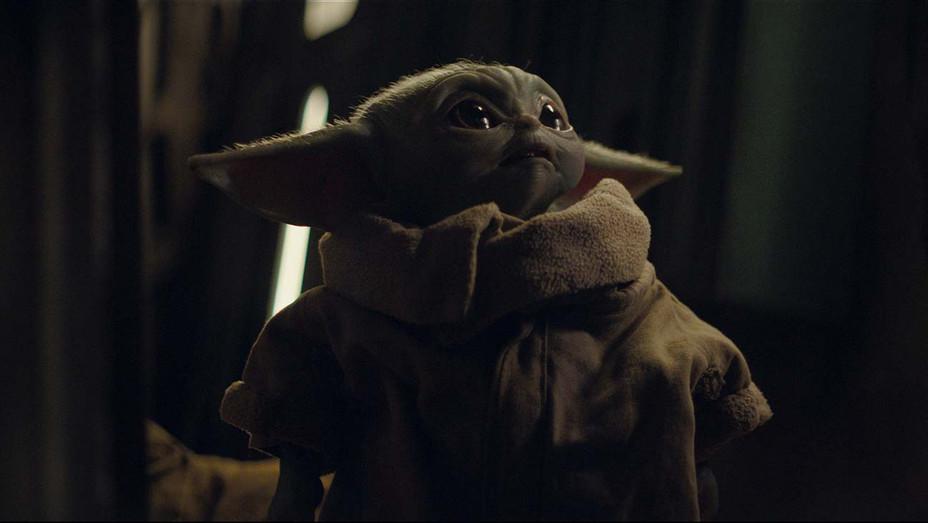 Mandalorian - The Child Yoda 4- Disney+ - Publicity - H 2019