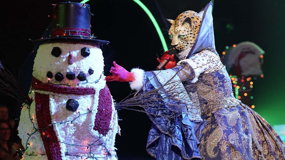 THE MASKED SINGER The Leopard in the Two Masks Take It Off Holiday Semi-Finals - Dec 11 - Publicity -H 2019