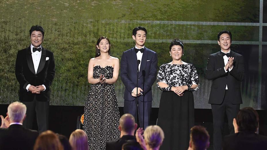 'Parasite' Cast Receives Standing Ovation at SAG Awards 2020