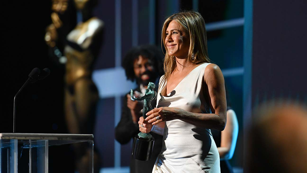Jennifer Aniston Recognizes Adam Sandler During SAG Award Win