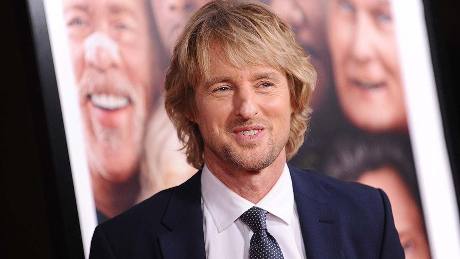 """Owen Wilson attends the premiere of """"Father Figures"""" - Getty-H 2020"""
