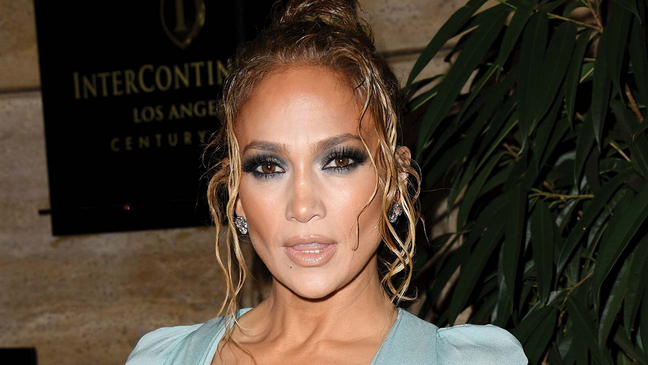 Jennifer Lopezto Receive Icon Award at 'E! People's Choice Awards'