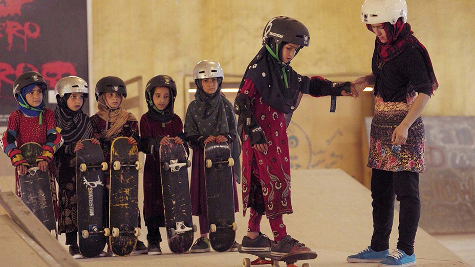 Learning to Skateboard in a Warzone - H - 2019