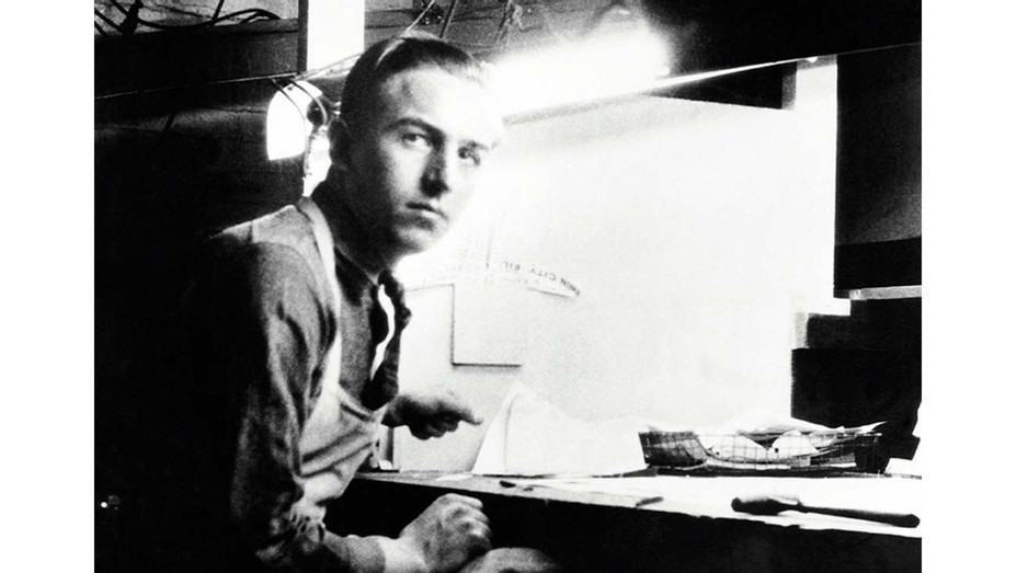 ONE TIME USE ONLY - Walt Disney at work at his first freelance job - EVERETT COLLECTION _ H 2020