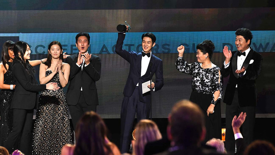Outstanding Performance by a Cast in a Motion Picture for 'Parasite'  - Screen Actors Guild Awards 2020 - Getty - H 2020
