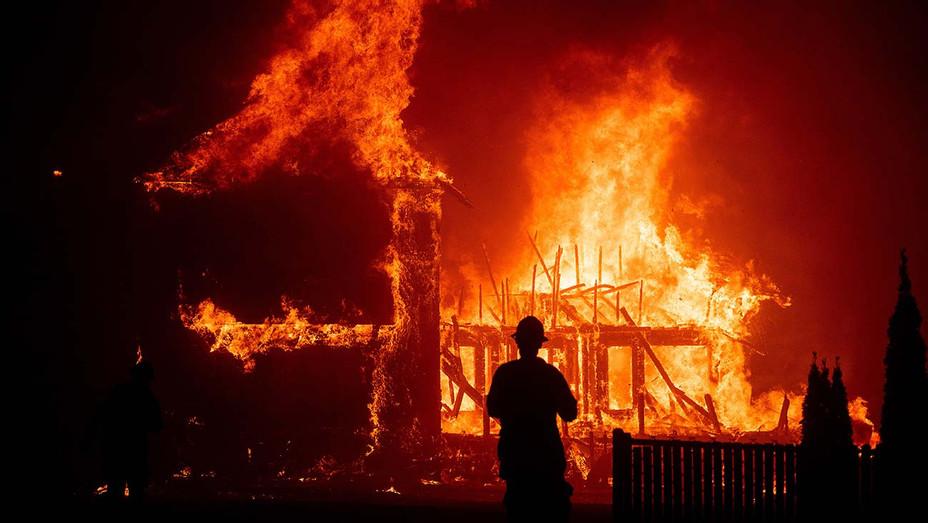 Rebuilding Paradise - Sundance - PREMIERES DOCU - Publicity - H 2020