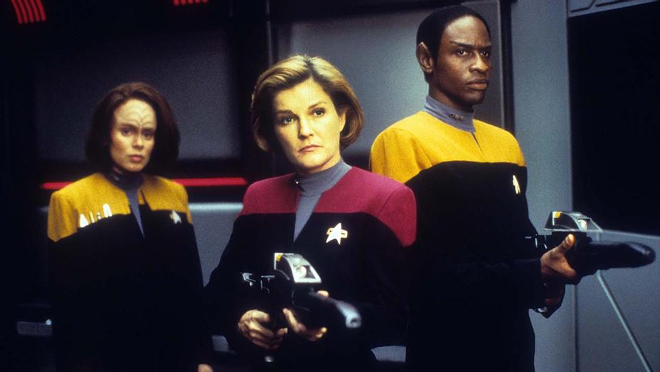 Star Trek Voyager -Roxann Dawson, Kate Mulgrew, Tim Russ - Photofest -H 2020