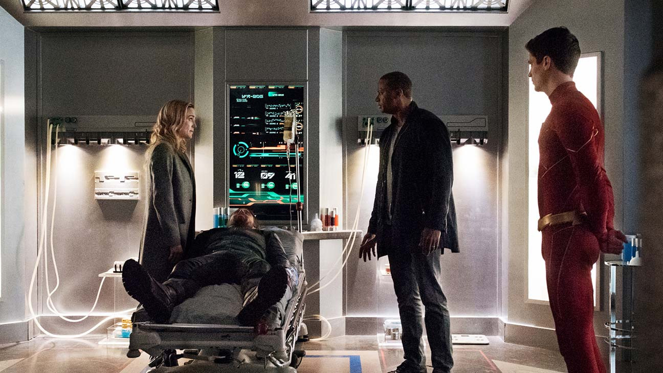 Arrow Boss On The Dc Universe S Earth Shattering Death Hollywood Reporter