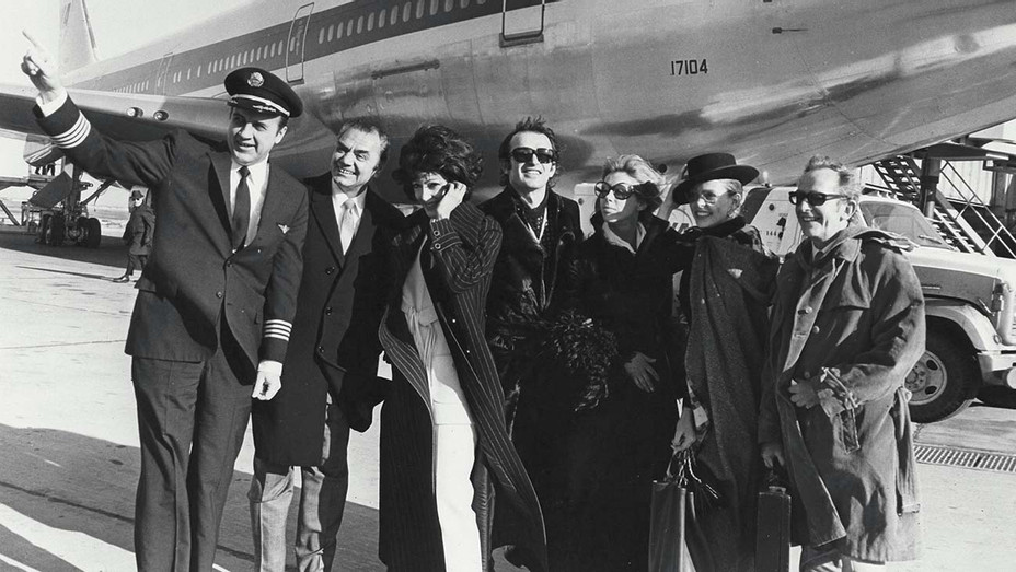 Robert Evans Staged a Premiere at 35,000 Feet - H 2020